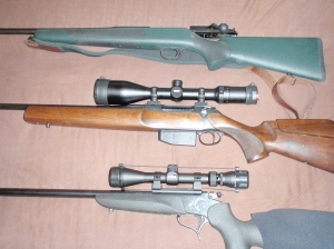 Fra toppen: Blaser R93 Proff, Sauer 202 Jaktmtach, T/C Contender