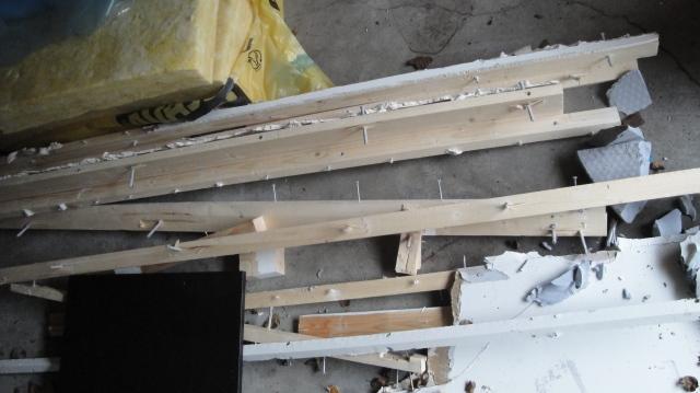 Staret med noen materialer som var igjen etter en vegg jeg rev.
