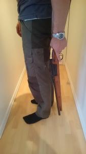 Fordelen med kort rifle merker man tydelig under bæring. Med denne kan jeg enkel la pipa henge rett ned når jeg rusler i skogen.